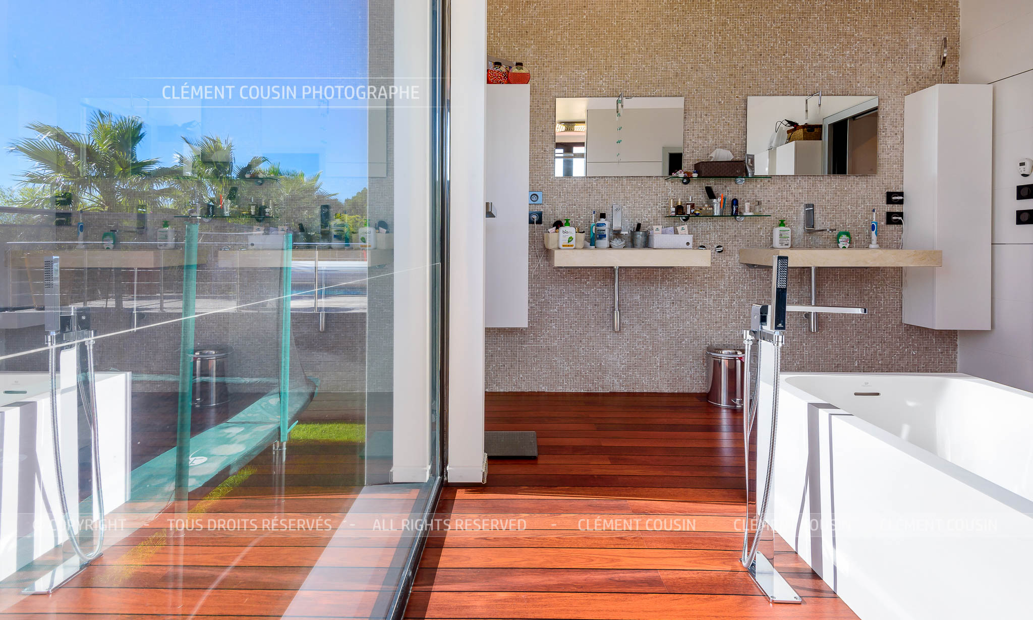 Sothebys-villa nimes-moderne-piscine-9.jpg
