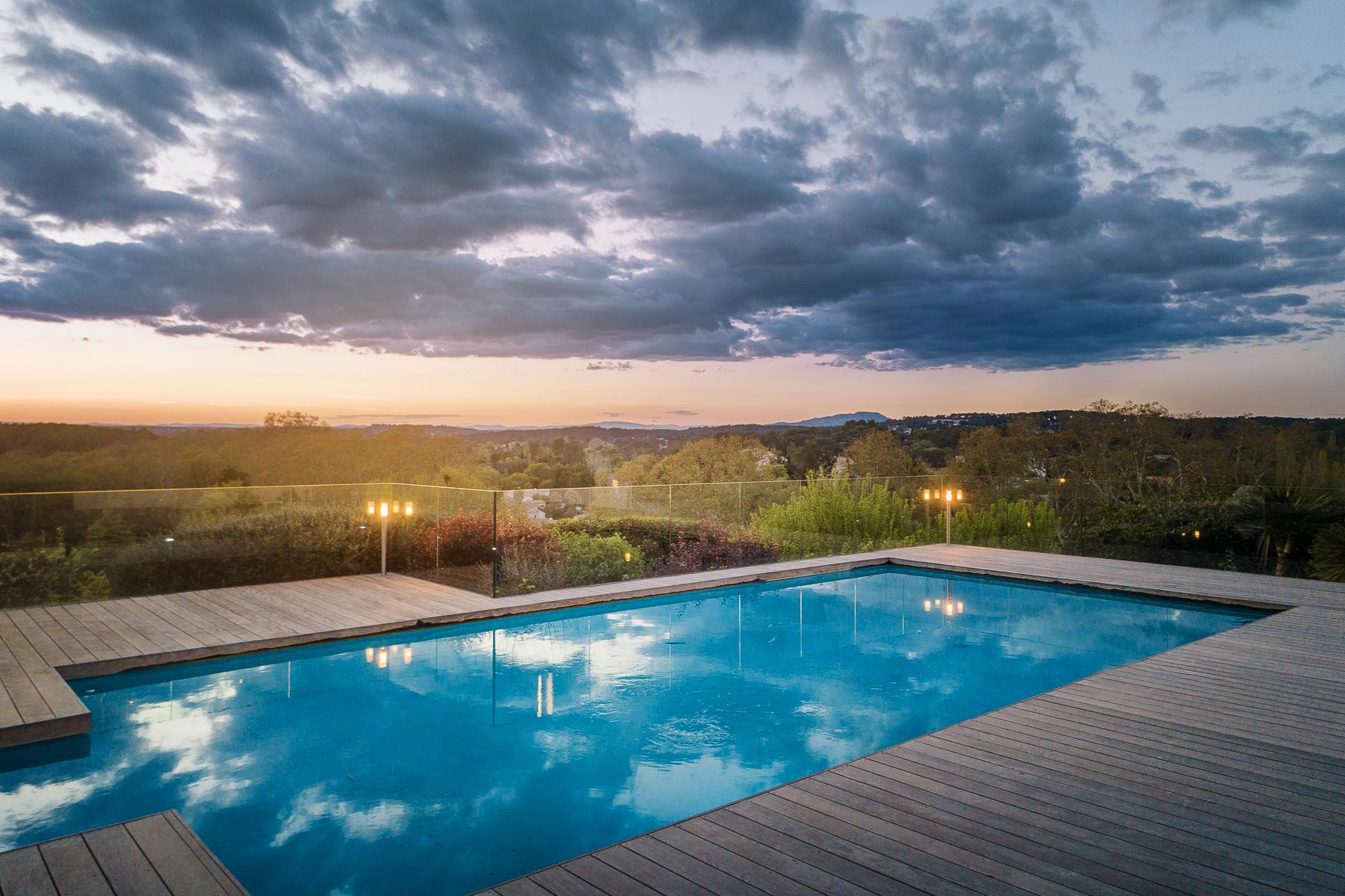 Sotheby's-Villa hauteurs Castelnau drone crépuscule-2.jpg