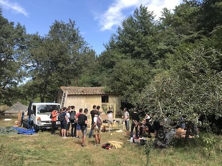 2 journées lycéens, fabrication en bois de toilettes sèches, septembre 2017, Céret Organisation : Émilie Drouin, Xavier Abel