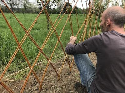 Mars 2018, chantier plantation clôtures vivante osier et irrigation, Tony et François