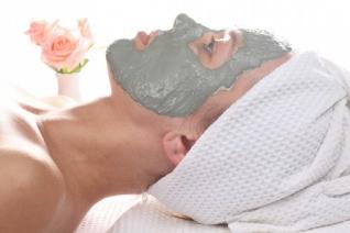 massage-oil--spa--white-background--woman_3212643.jpg