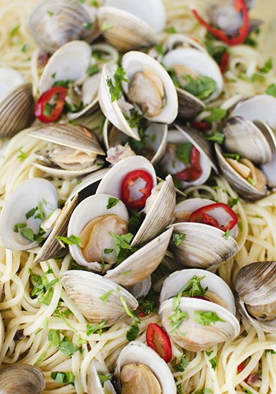 linguine with clams - chasing saturdays