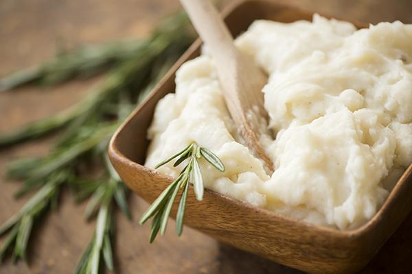 rosemary infused mashed potatoes - chasing saturdays