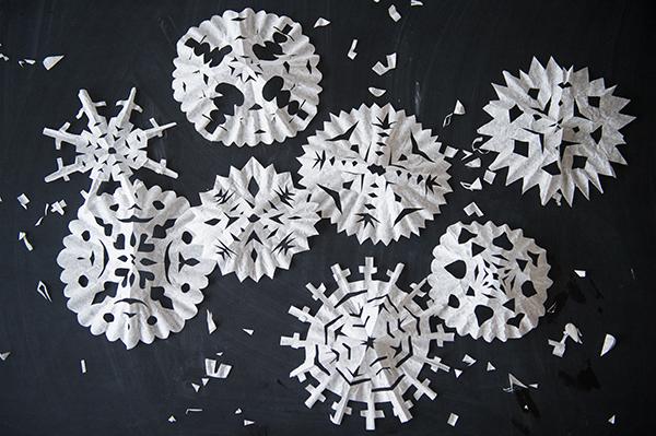 coffee filter snowflakes - chasing saturdays