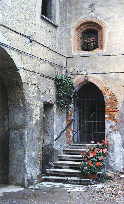 Ingresso quattrocentesco ex.canonica.jpg