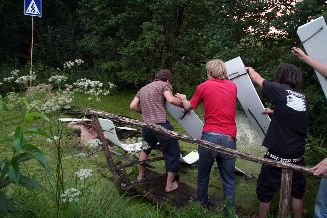 Arūnas Lomonosovas su komanda įrenginėja savo kūrinį