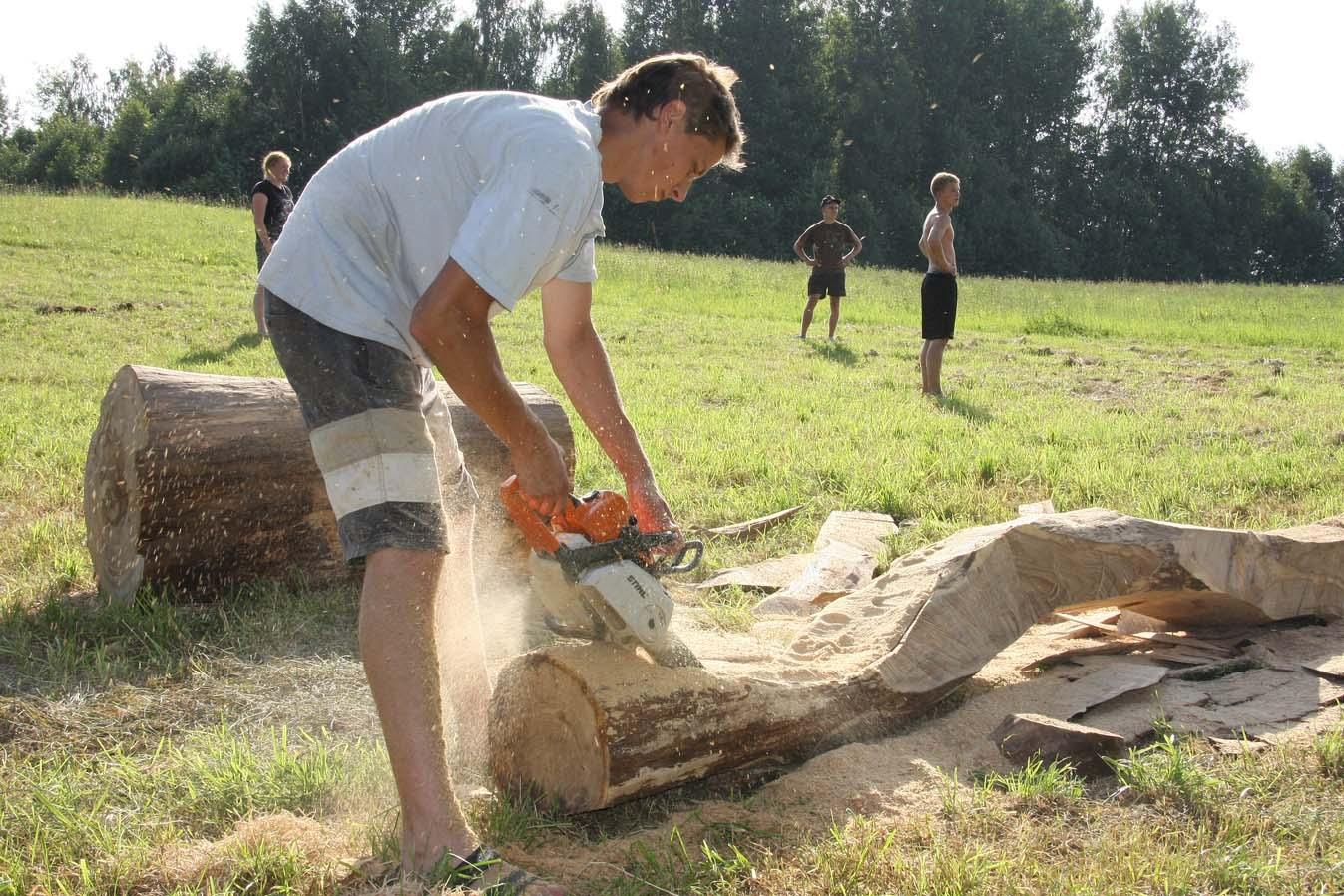 Medžio dirbtuvės, Vyatutas Viržbickas dirba Fotografas Arnas Anskaitis