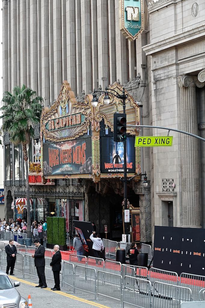 Hollywood bus ride_2011-03-06_03-53-58__SAM3385_©MaggieLynch2011.jpg