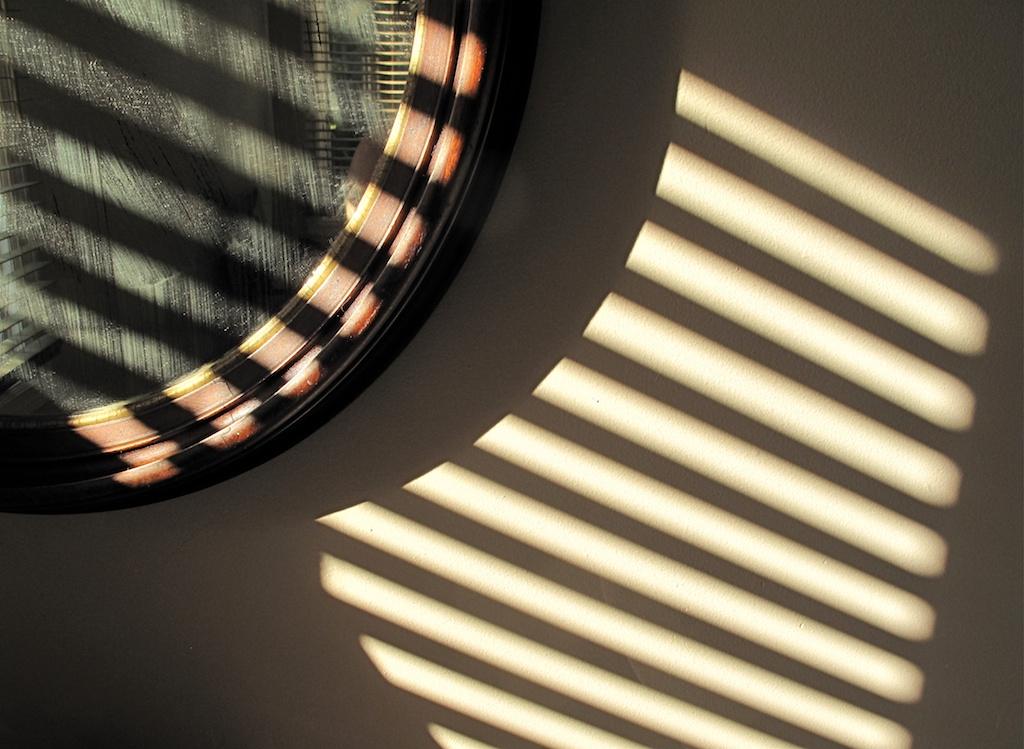 Mirror_in_shadows.jpg