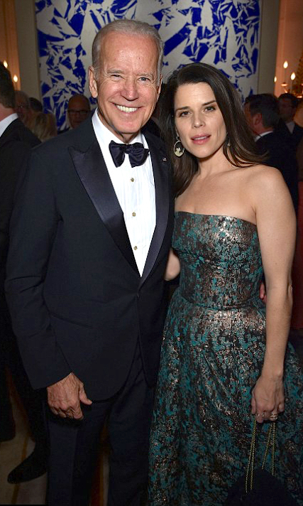 Neve campbell in sophie theallet at the White House Correspondents' dinner 2016.jpg