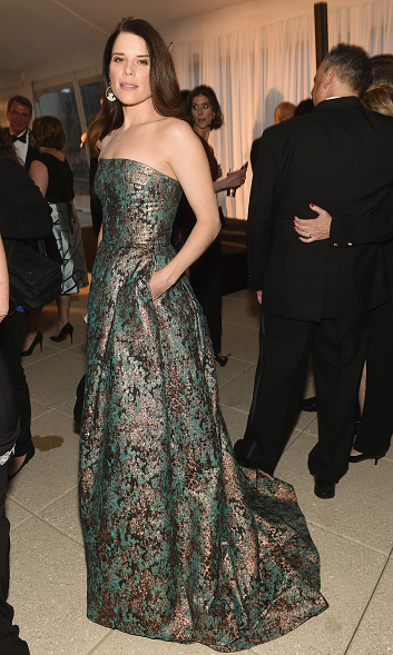 Neve campbell in sophie theallet at the White House Correspondents' dinner 2016-2.jpg