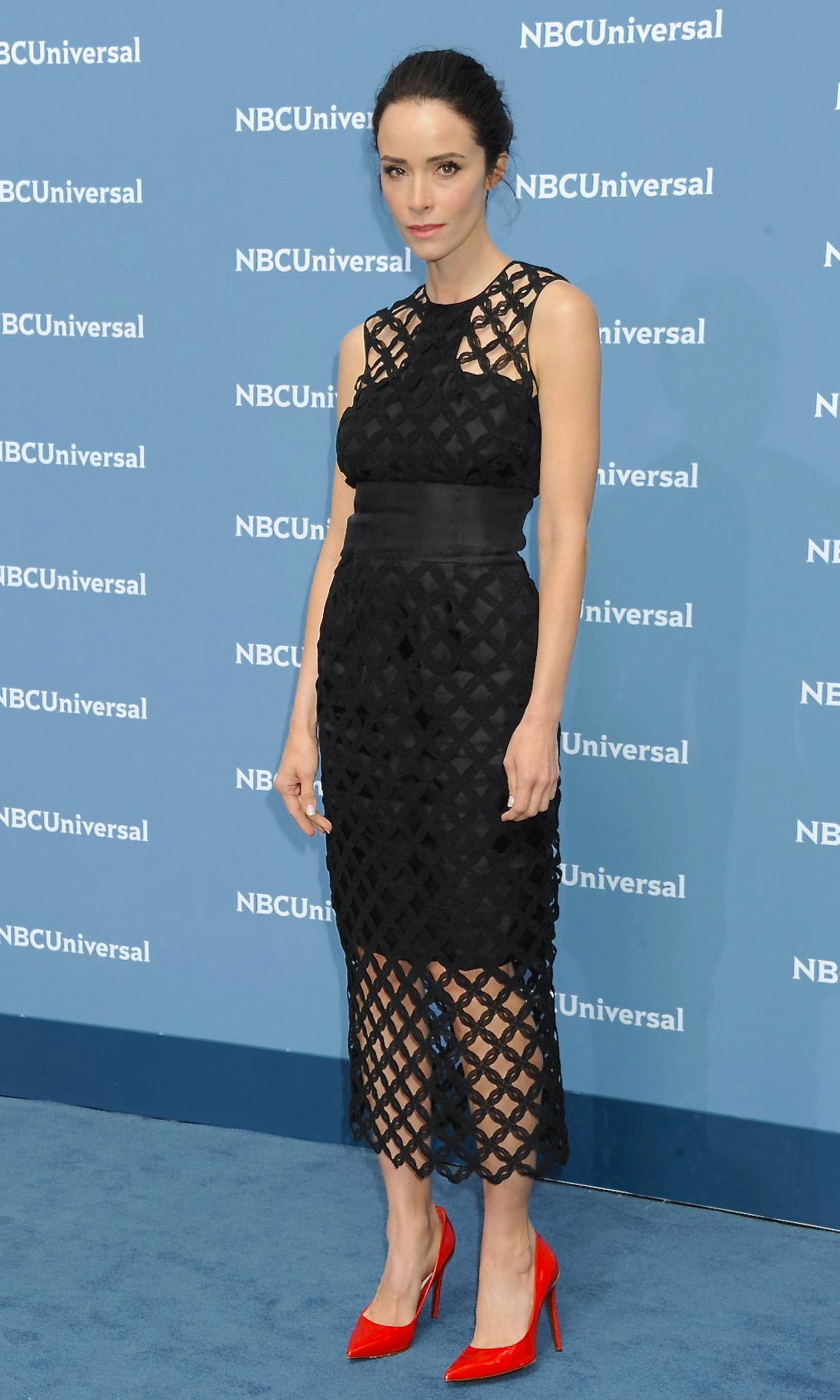 Abigail Spencer in sophie theallet attends the NBCUniversal 2016 Upfront Presentation May 16, 2016-2.jpg