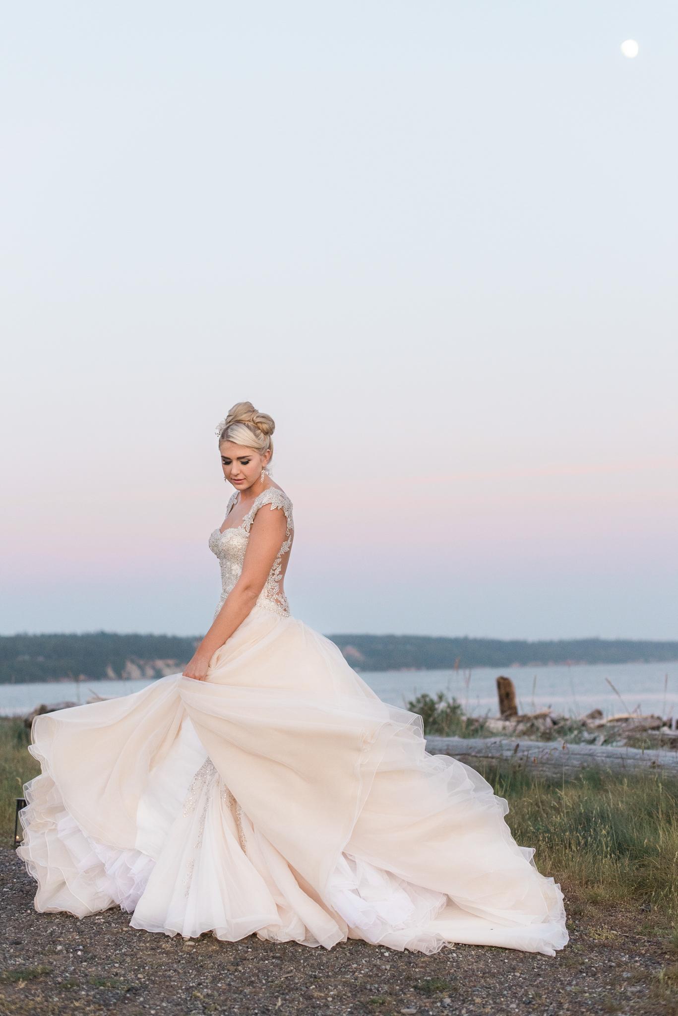 Ebey's Landing Beach Wedding. Whidbey Island Wedding Photographe