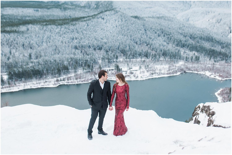 Rattlesnake Mountain adventure hiking engagement photos. Seattle Wedding Photography, Snohomish Wedding Photography
