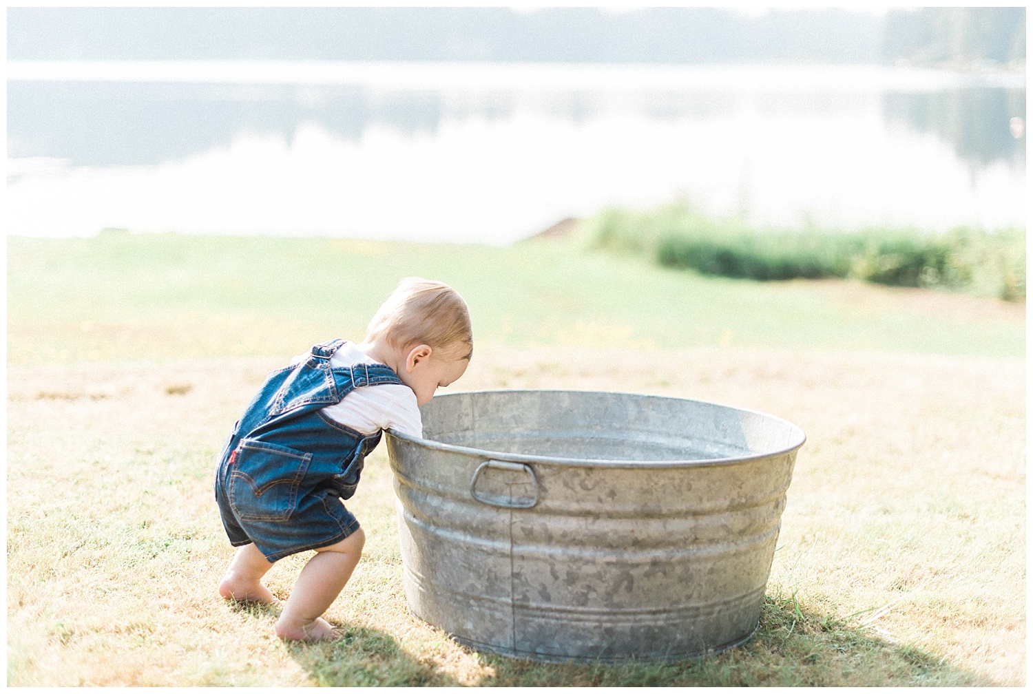 Lakeside bath family photos. Flowing Lake Snohomish. Candid. Out