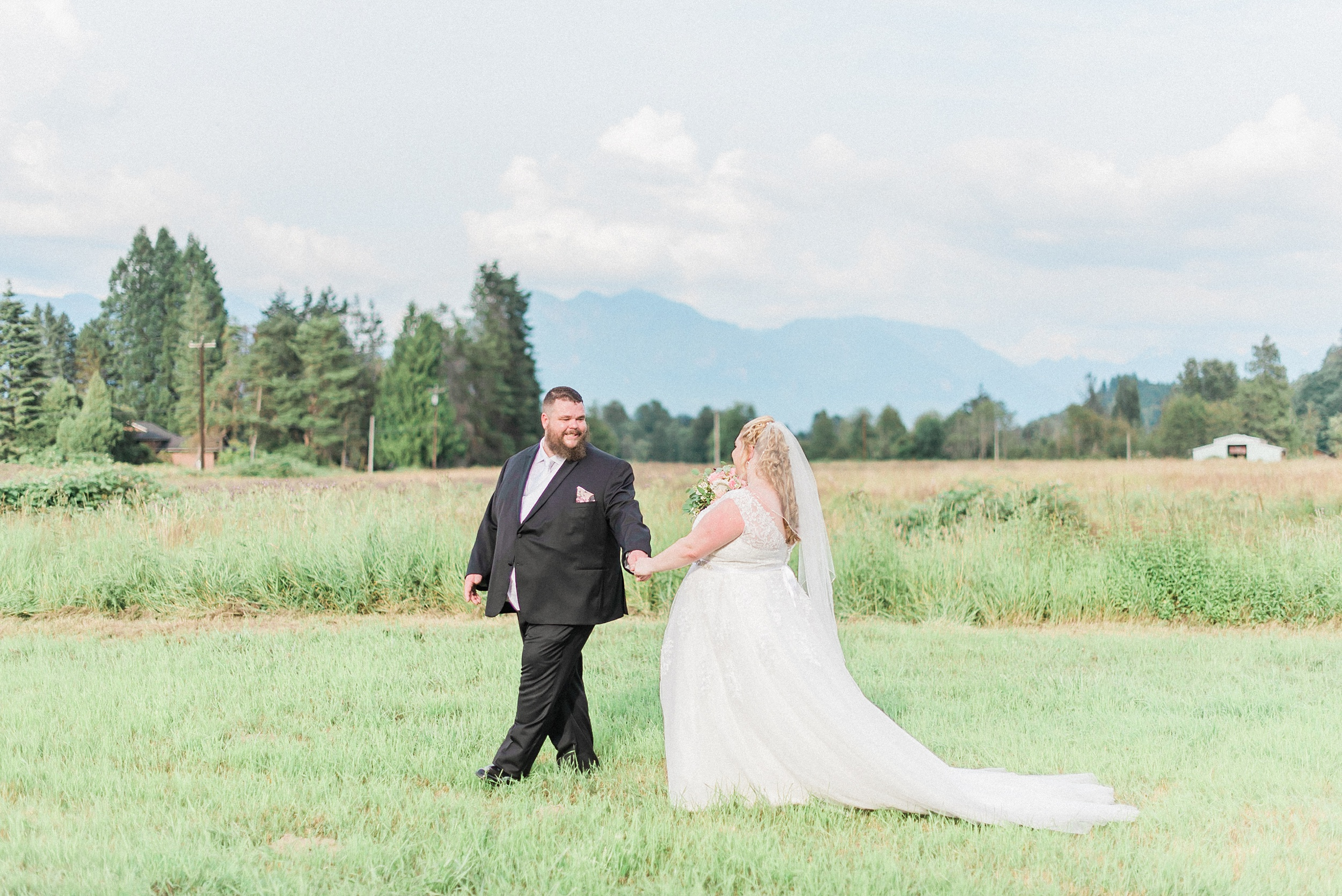 Rustic PNW backyard wedding - seattle wedding photographer