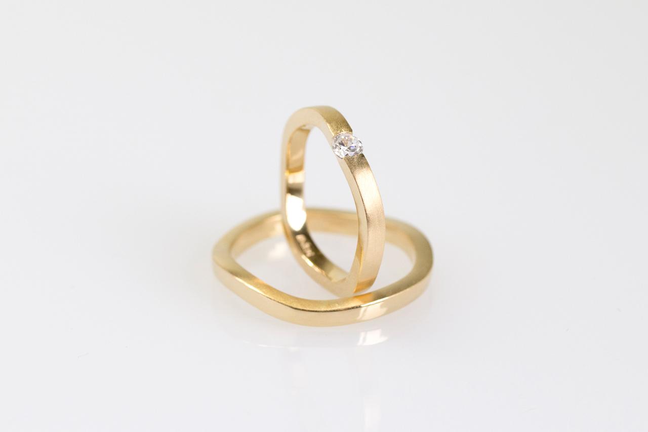 Alianças Rivero, em ouro 18k e diamante 12 pt.
