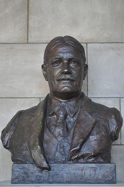 Roscoe Pound bust by Avard Fairbanks, Nebraska Hall of Fame – Creative Commons