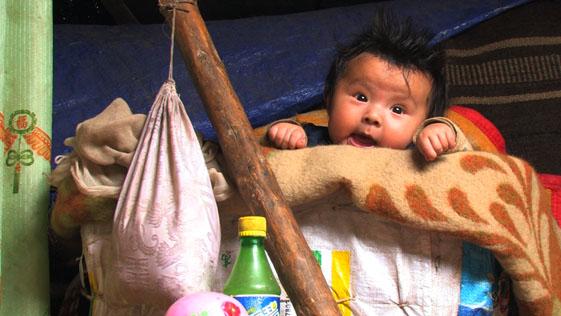 Jiatomah in crib