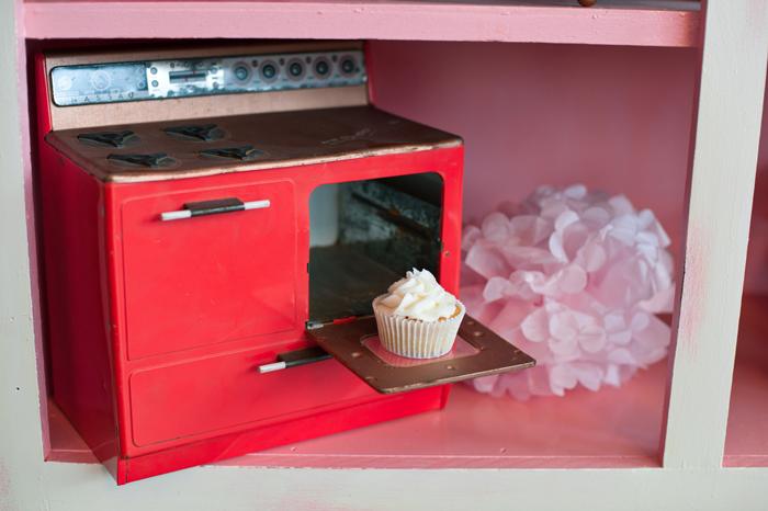 Tiny Oven Baking Cupcake