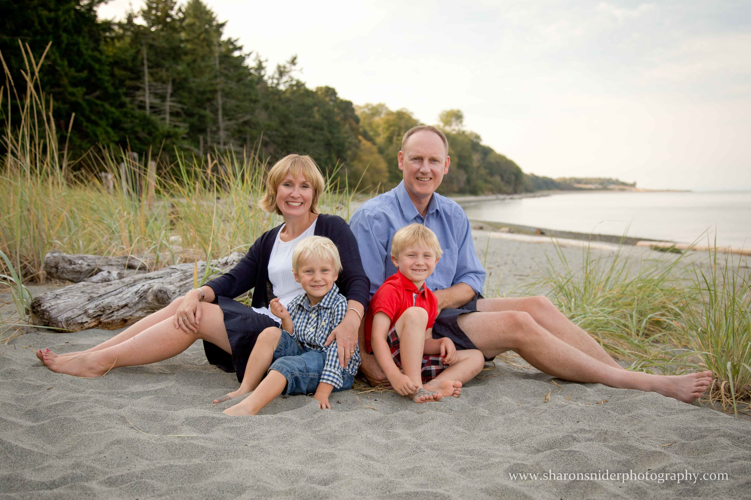 comox family portrait-.jpg