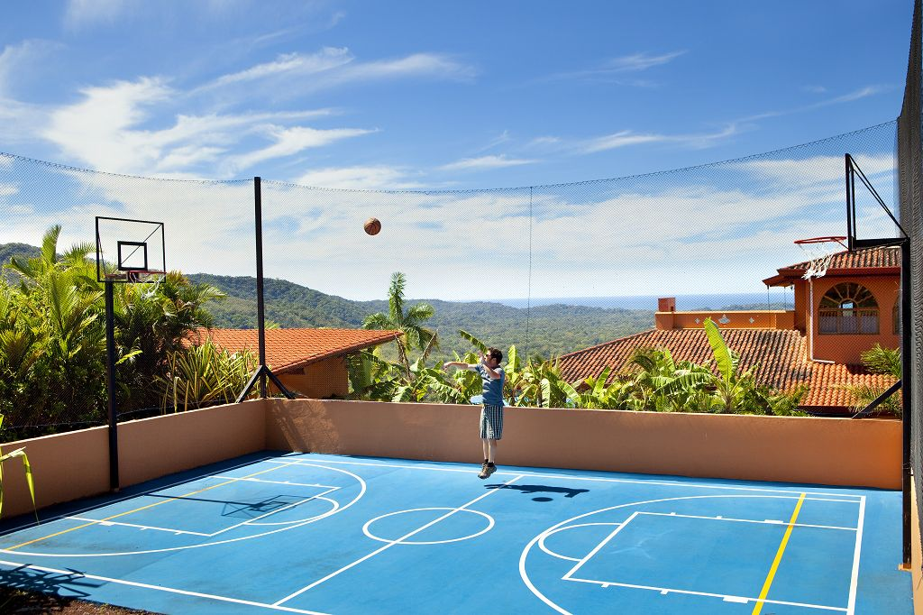 komp-FincaAustria_Villa Mariposa_BB_court-1.jpg