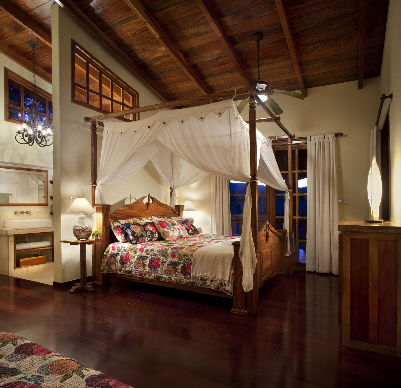 FincaAustria_Villa-Mariposa_Masterbed-room-1rs.jpg