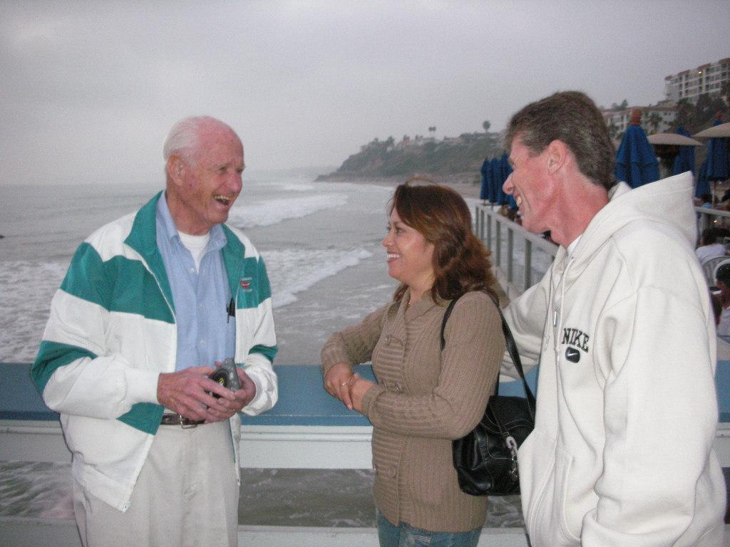 John invito' a David e Irma Monge, líderes nacionales de Icthus México a cenar cerca de su casa en San Clemente California. Siembre el ánimo' todos los líderes Icthus que visitaron.