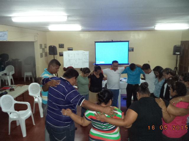 Nicaragua -Heroes -Orando  por el desarrollo de los programas 18-5-2015.JPG