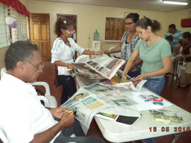 Nicaragua-Heroes y legionarios-Trabajo de equipo resolviendo preguntas sobre los niños nicaraguenses 18mayo15.JPG