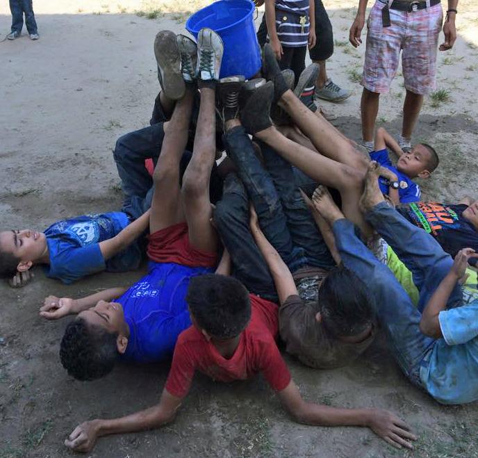 ActiVidad con agua. icthus betania de Honduras. hacer un click en la foto para ver el video en la pagina del facebook