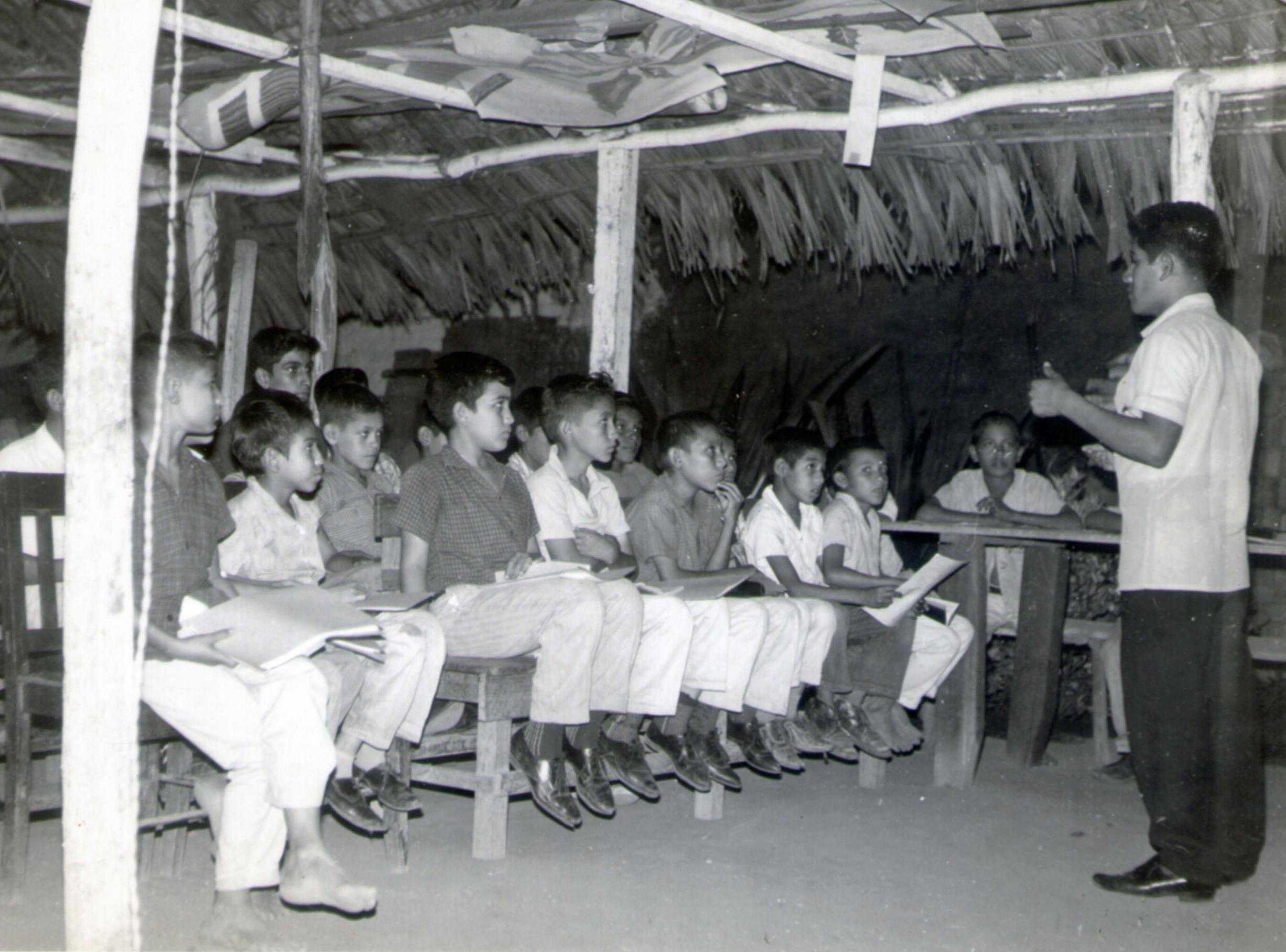 El primer grupo icthus en el progreso, guatemala. gilo mendez era el primer guia general.