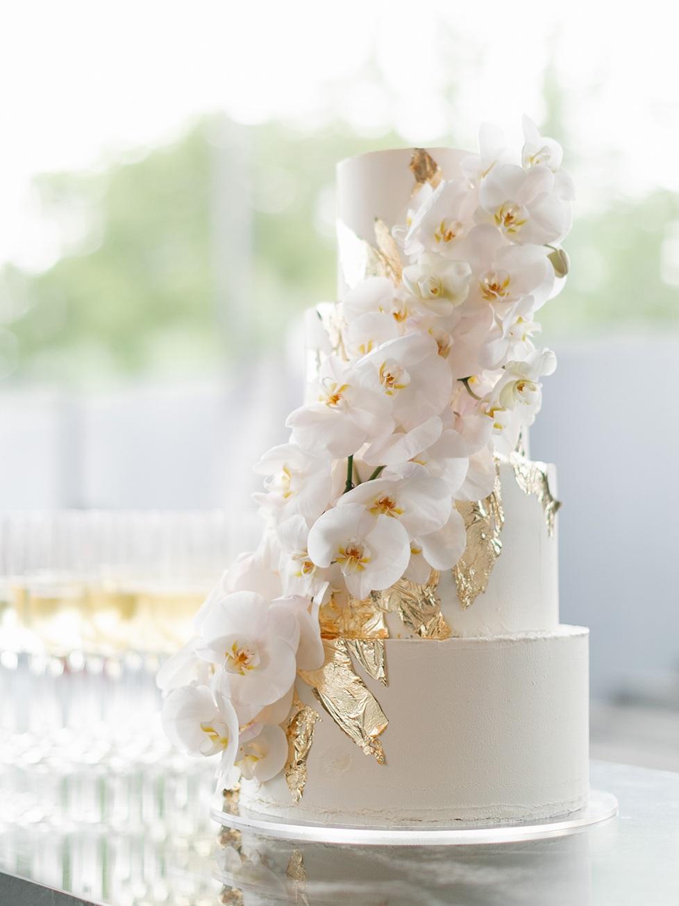 White+Wedding+Cake+%7C+Kelly+Jayne