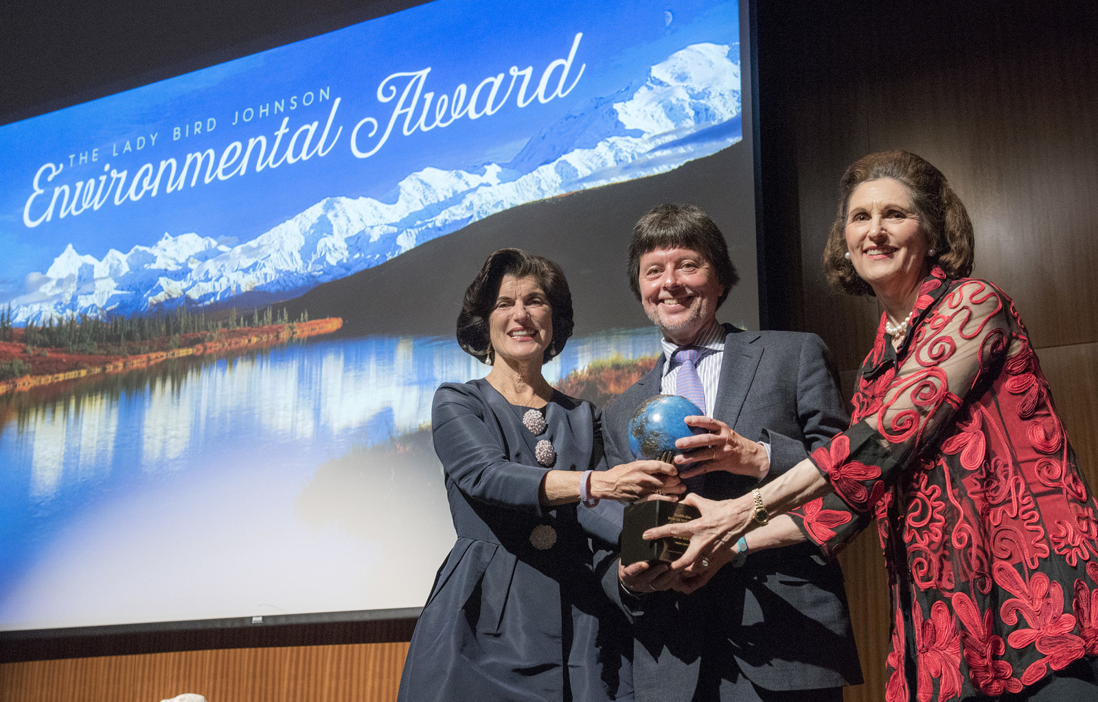 Emmy Award-winning documentary filmmaker Ken Burns receives the 2017 Lady Bird Johnson Environmental Award from President and Lady Bird Johnson's daughters, Luci Baines Johnson, left, and Lynda Johnson Robb, right.