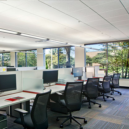 Knoll Antenna workstations were utilized to maximize team communications and also allowed for 30% growth.
