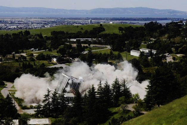 Oak Knoll Naval Hospital Implosion 2011 (SFGate)