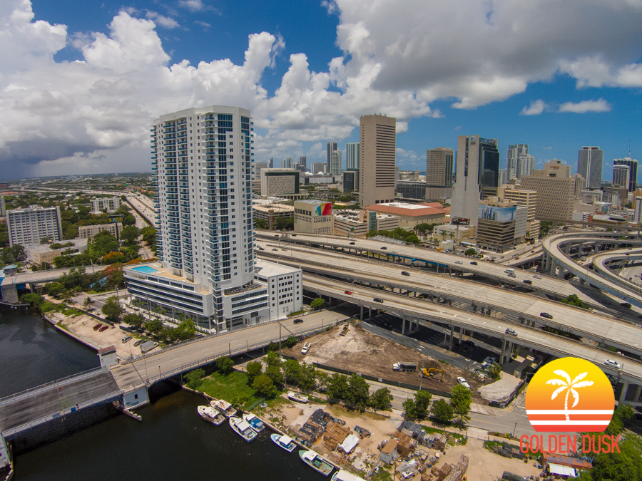 Flagler On The River Overlooking The Miami River & Downtown Miami