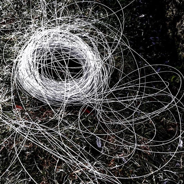 Sometimes, #makeshift #dontwork #goodenough & 4,000 feet of #wire takes a #dump in yo face. Up next at #wrigleysapples: #modernart installation by Sir Wriggles; runs thru #spring. probably. 🙄 #chaostheory #entropy happens #eatyourheartout #jacksonpollock #venndiagram #beherenow then #leave