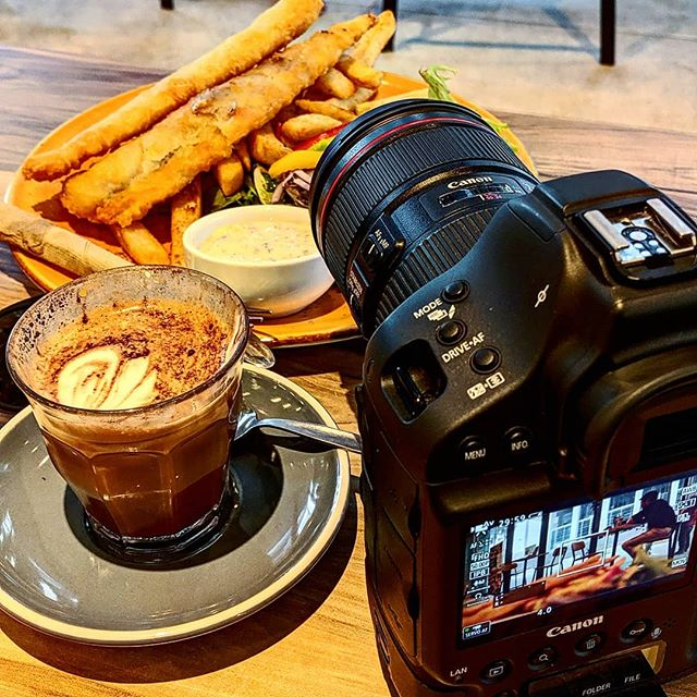 Camera 📷 + coffee ☕= 👌🏻 .. After location photography this is a treat!