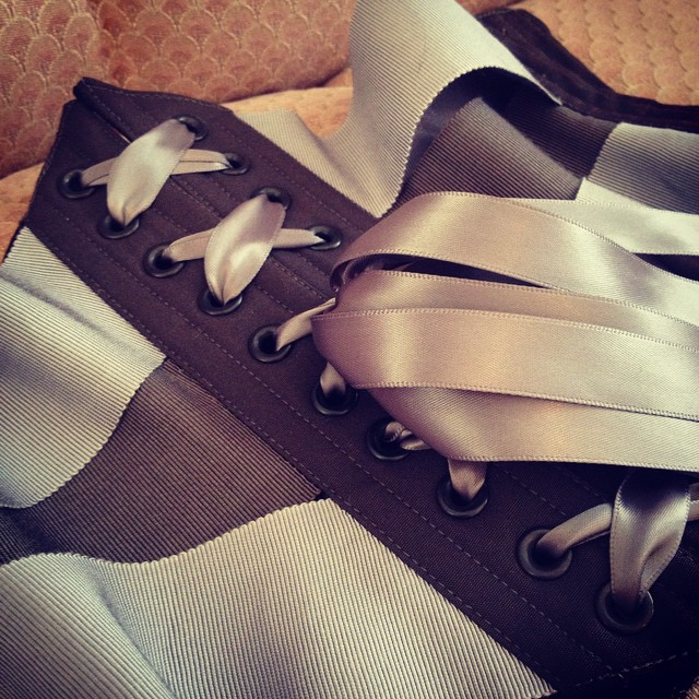 Minx mini ribbon cincher in tone-on-tone grey petersham.