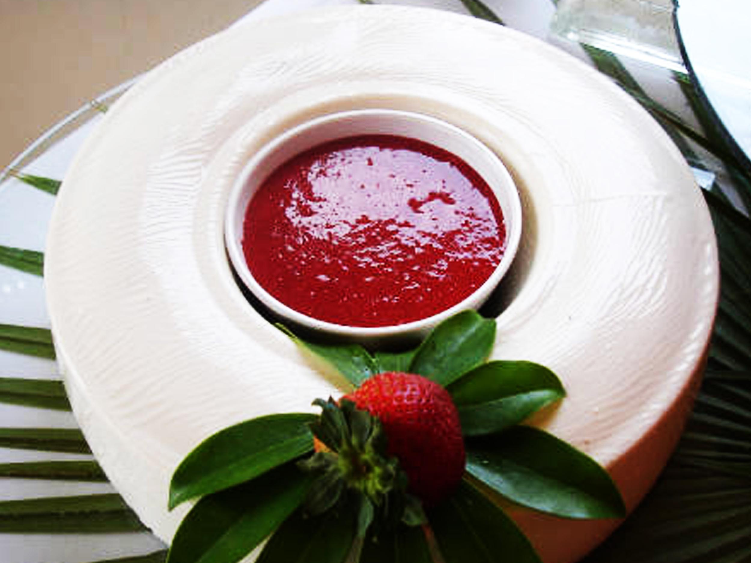 Gelatina de Yougurt  Geltina de yougurt con salsa de frutas PRECIO: Chica$250.00 Grande $ 370.00