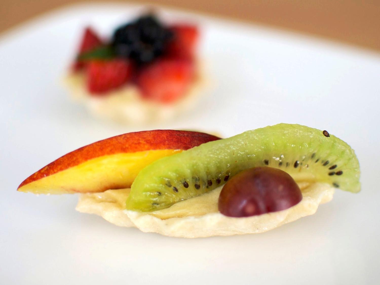 canapé de frutas  PRECIO $16
