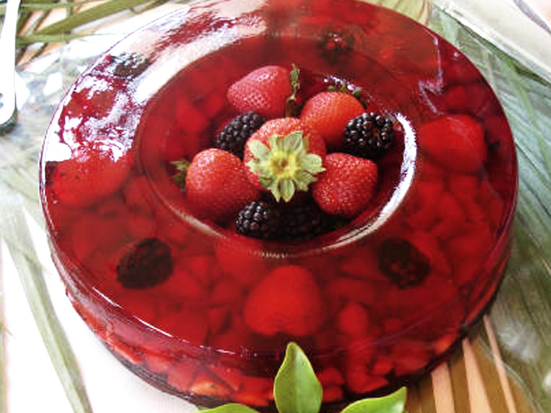 Gelatina de Frutas Rojas  Gelatina roja con fresa, frambuesa y zarzamora. PRECIO: Chica $250.00 Grande $ 370.00