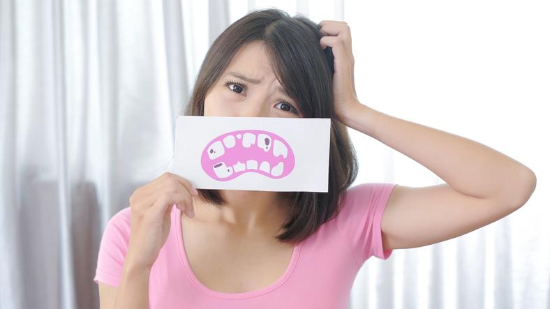 Rotten teeth on placard.jpg