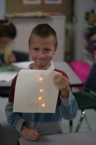 One STEM Explorer quickly discovering the secrets of the parallel circuit!