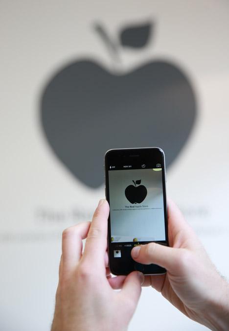 Real-Apple-Store_dezeen_468_16.jpg