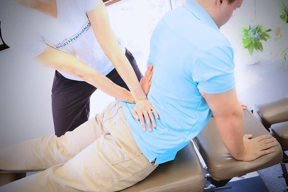 MDT-terapia käytännössä. Extensioharjoite terapeutin lisäotteilla.