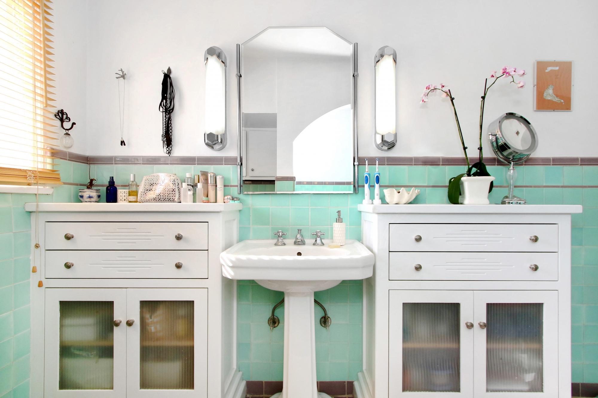 3167 Rowena - Bathroom