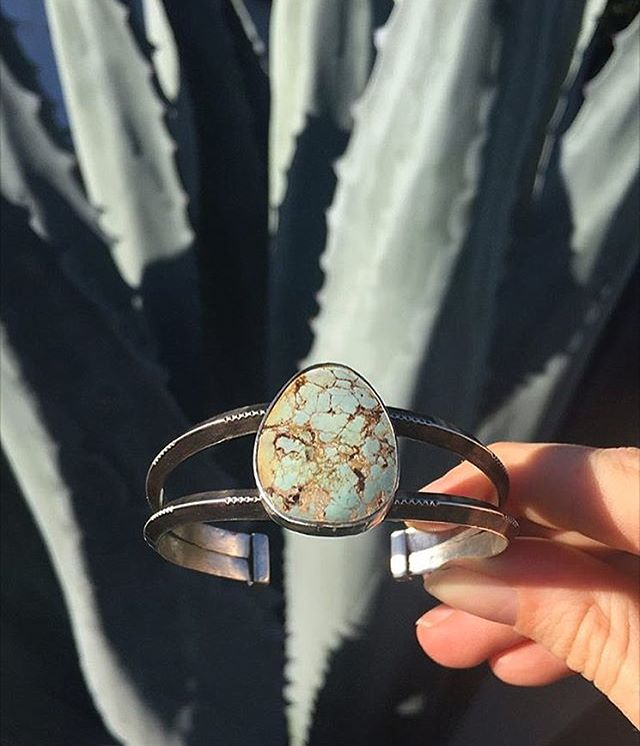 Today is the last day to enter the Our Open Road Artistry giveaway. You could win this @wildkindjewelry Turquoise Cuff bracelet handmade in Claire Airstream in California. It was made just for this giveaway, so it's as unique as it is gorgeous. Enter to win this and other handmade prizes from @vacilandoquilting and @ouropenroad - link in our profile ⬆️. | 📷 @wildkindjewelry #sheexplores