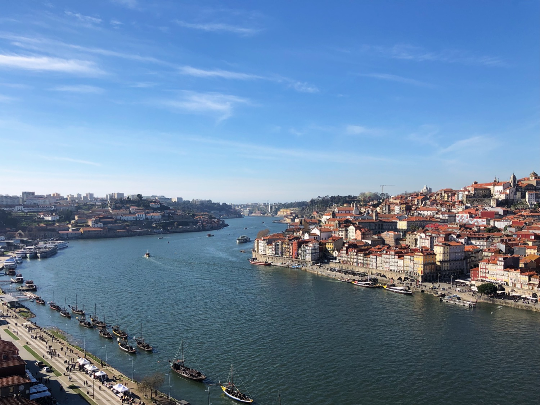 Porto :Vila Nova de Gaia, Portugal by Ross Farley.jpg